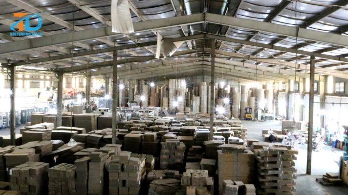 Nhà máy sản xuất thùng carton có sức chứa thùng carton với số lượng lớn